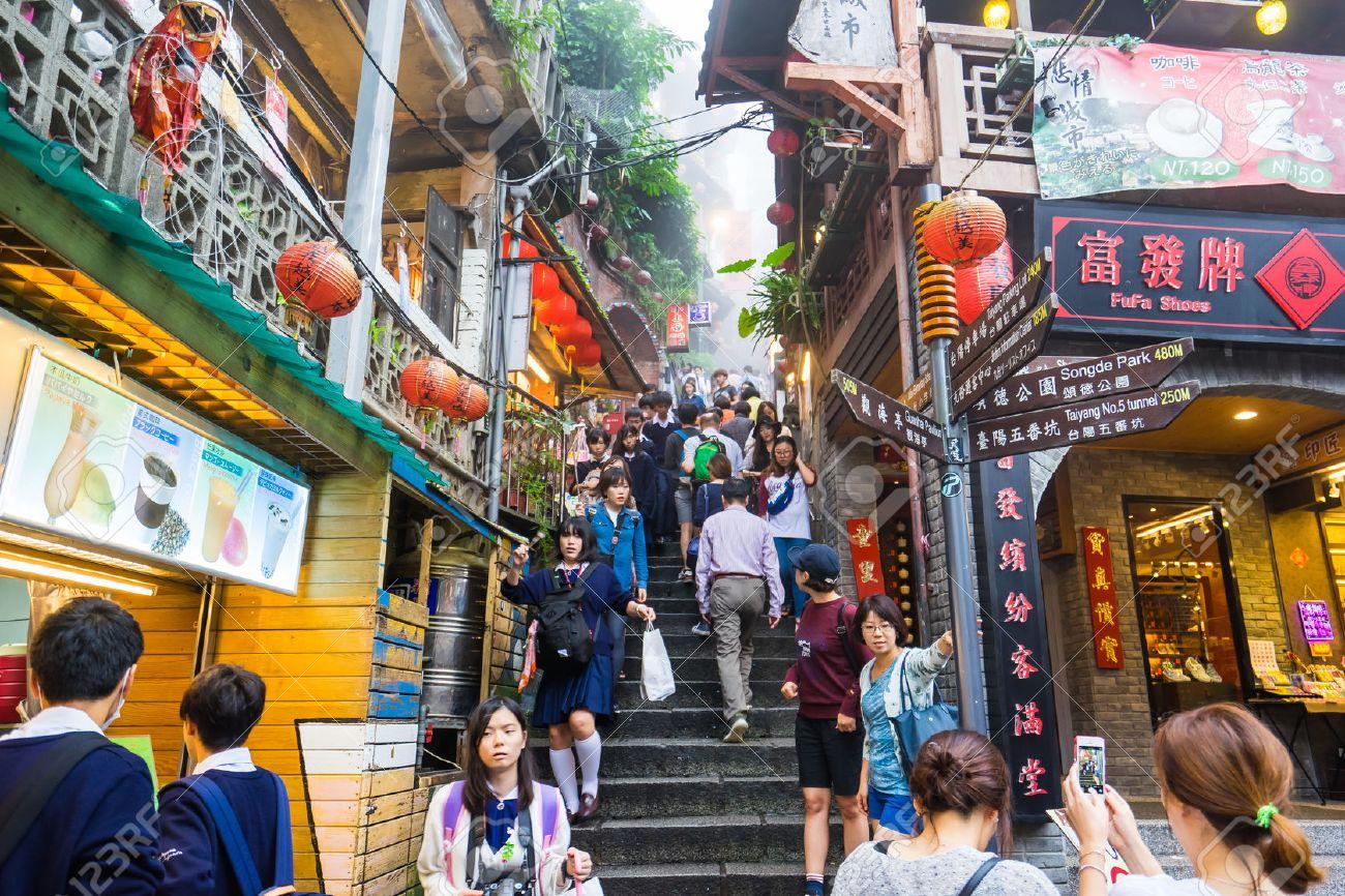 Jiufen, Taipei - le 23 Octobre, 2015: Jiufen, également orthographié Jioufen ou Chiufen est une région montagneuse dans le district Ruifang de New Taipei City près de Keelung, Taiwan.- 23 Octobre, 2015: Jiufen, également orthographié Jioufen ou Chiufen est une zone de montagne dans le Ruifang Dis Banque d'images - 48045709