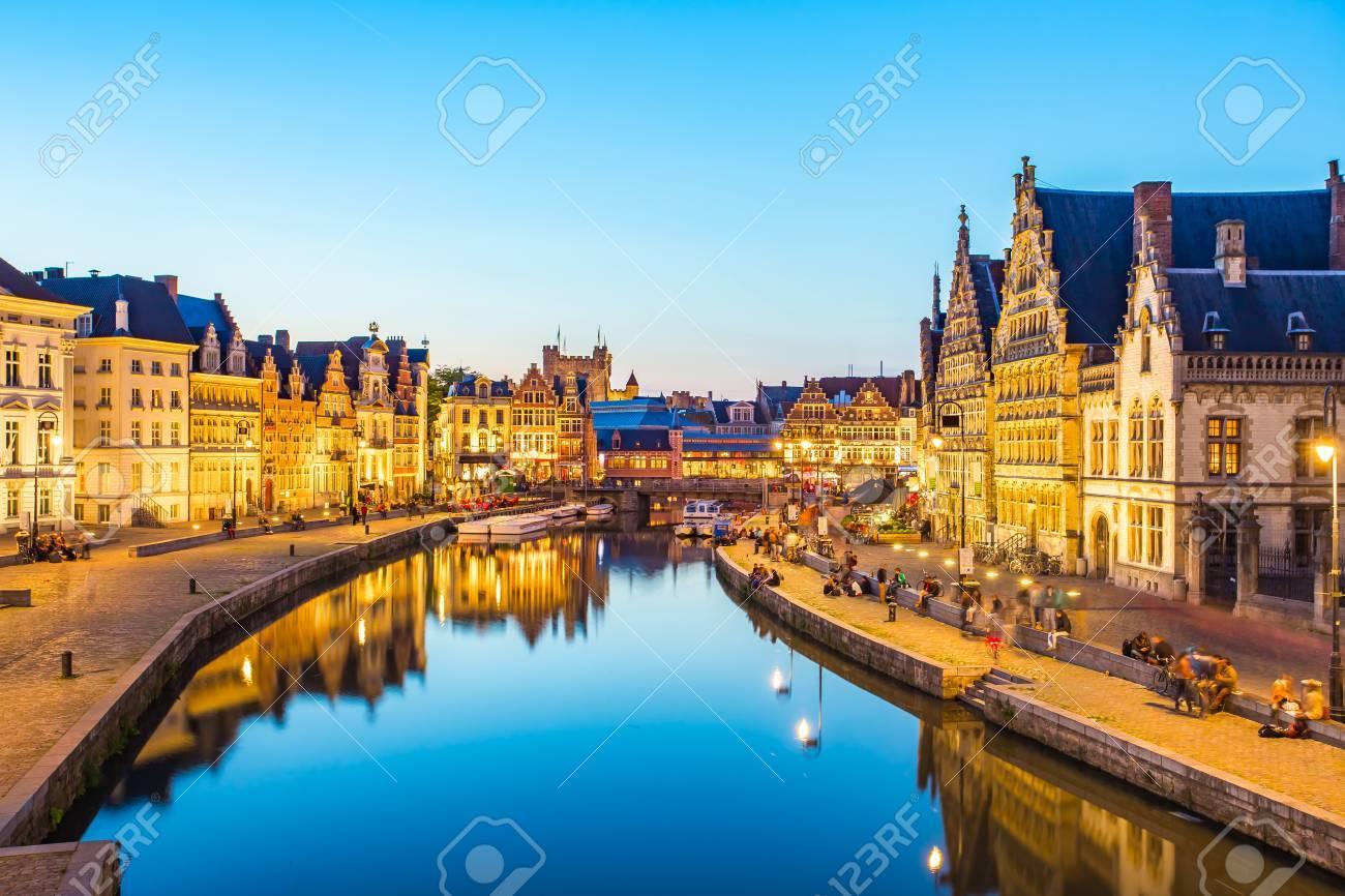 Vue panoramique de Gand canal en Belgique. Banque d'images - 56775643