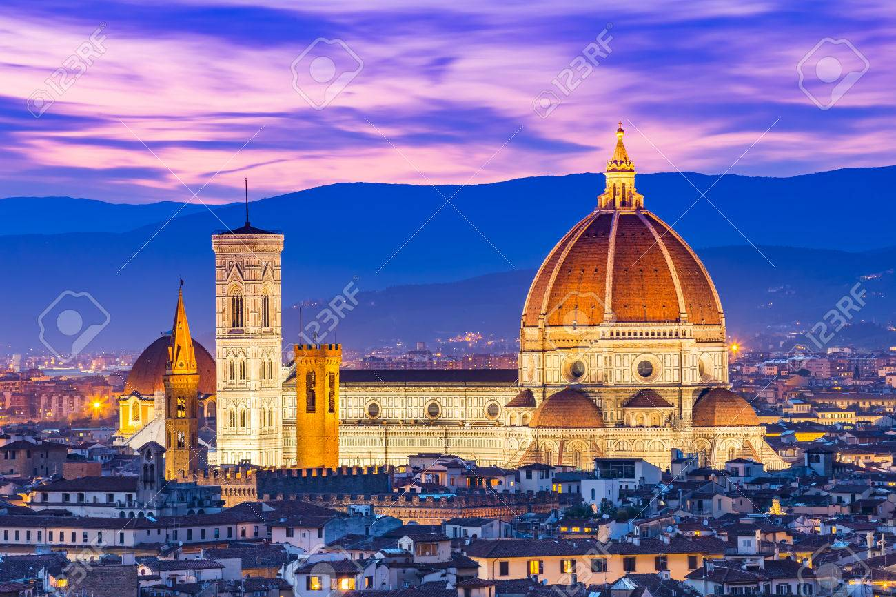 Duomo Florence at night. Banque d'images - 56777451