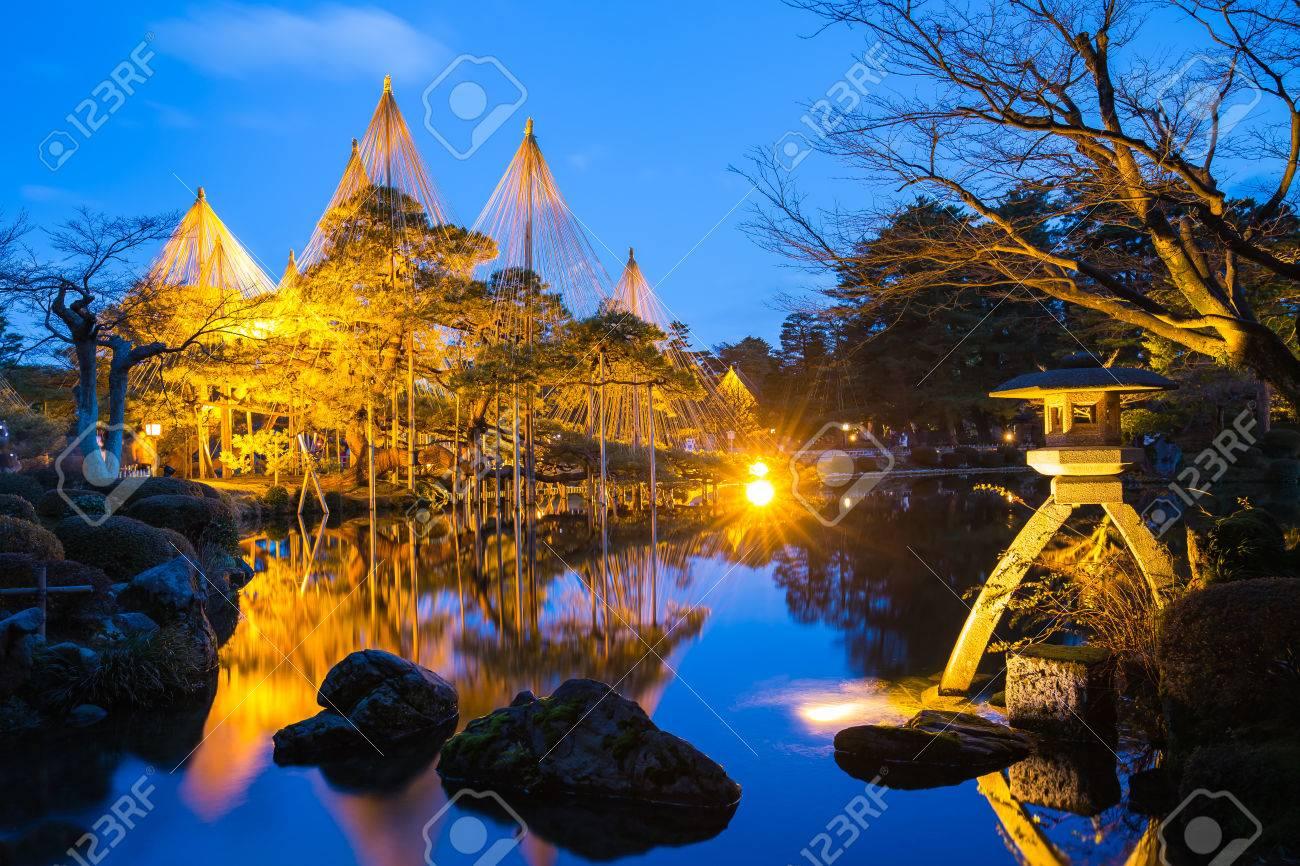 Night at Kenroku-en Garden in Kanazawa, Japan. Banque d'images - 58523339