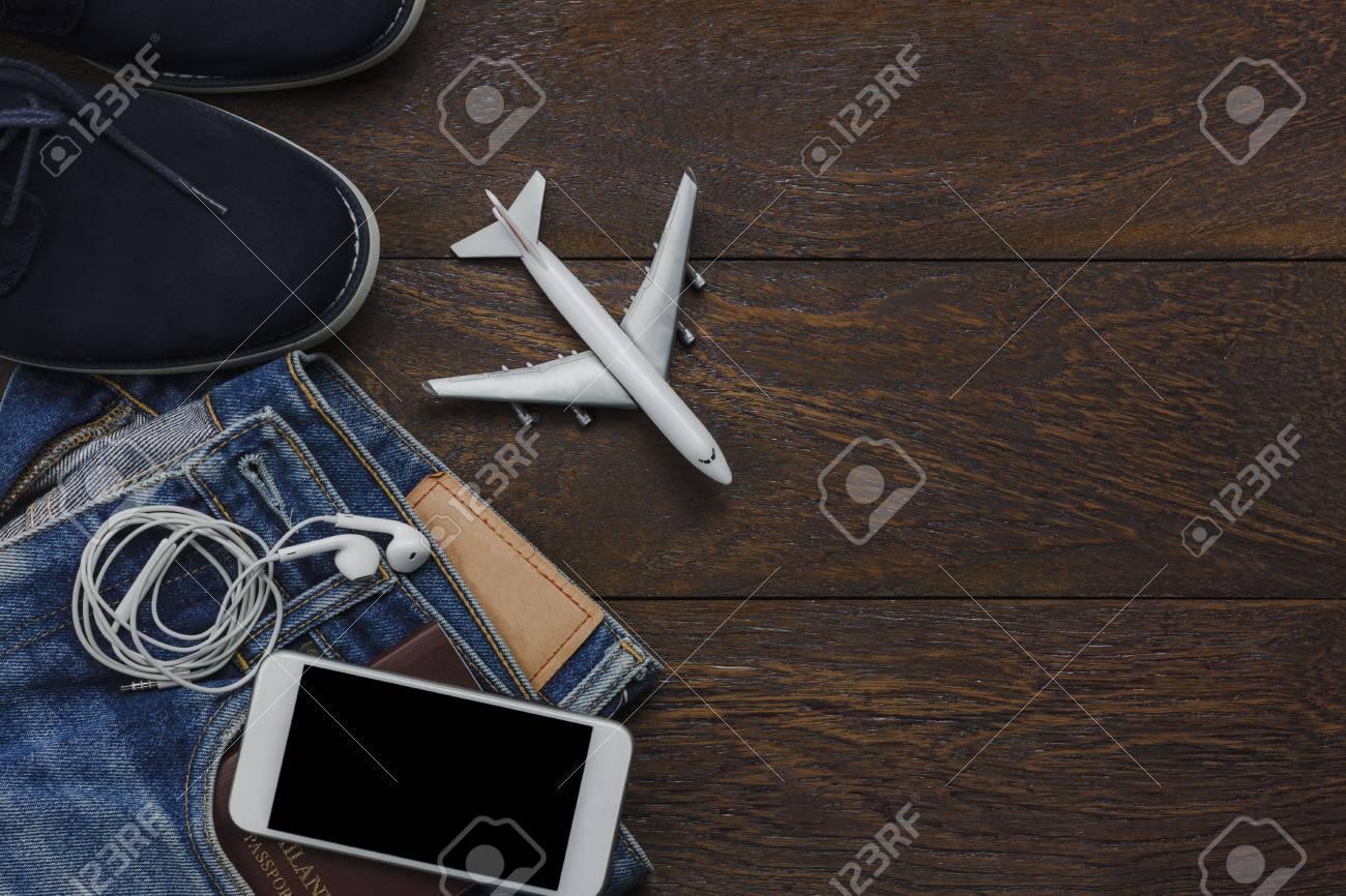 Vue de dessus de table dobjet pour voyageur avec fond de concept de