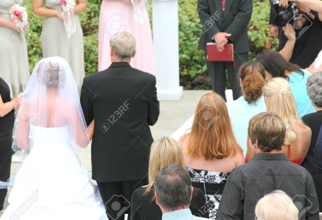 Father escorting his daughter down the altar. - 1328152