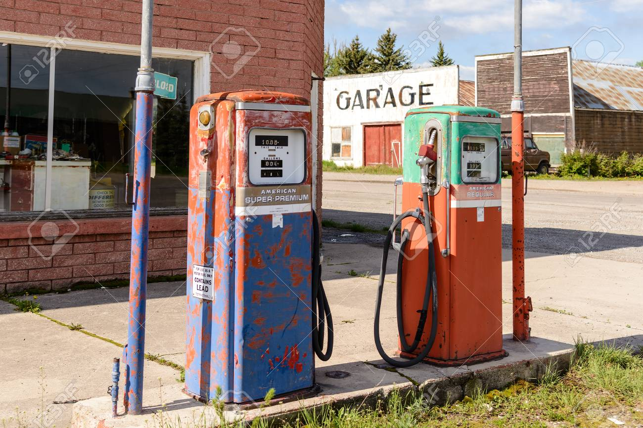 Abandoned And Closed Vintage Fuel Pump With Garage At Petrol.. Stock Photo,  Picture And Royalty Free Image. Image 59183902.