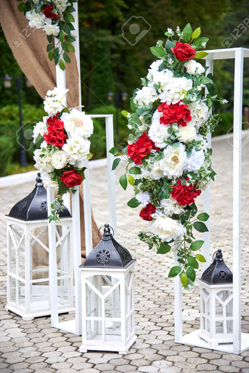 Beautiful Outdoor Wedding Decorations Arch Decorated With Red