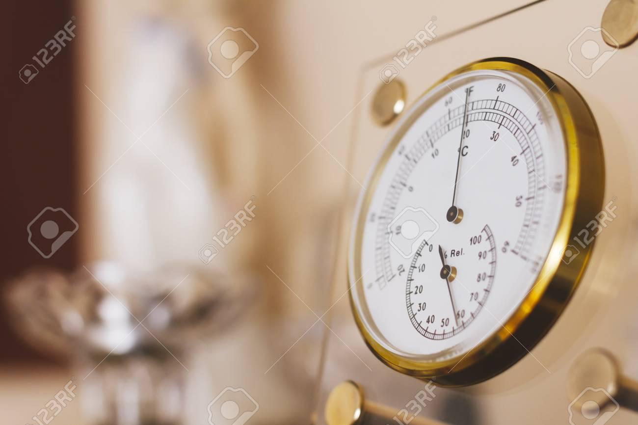 Temperatura Que Muestra El Termometro En Grados Celsius Y Fahrenheit
