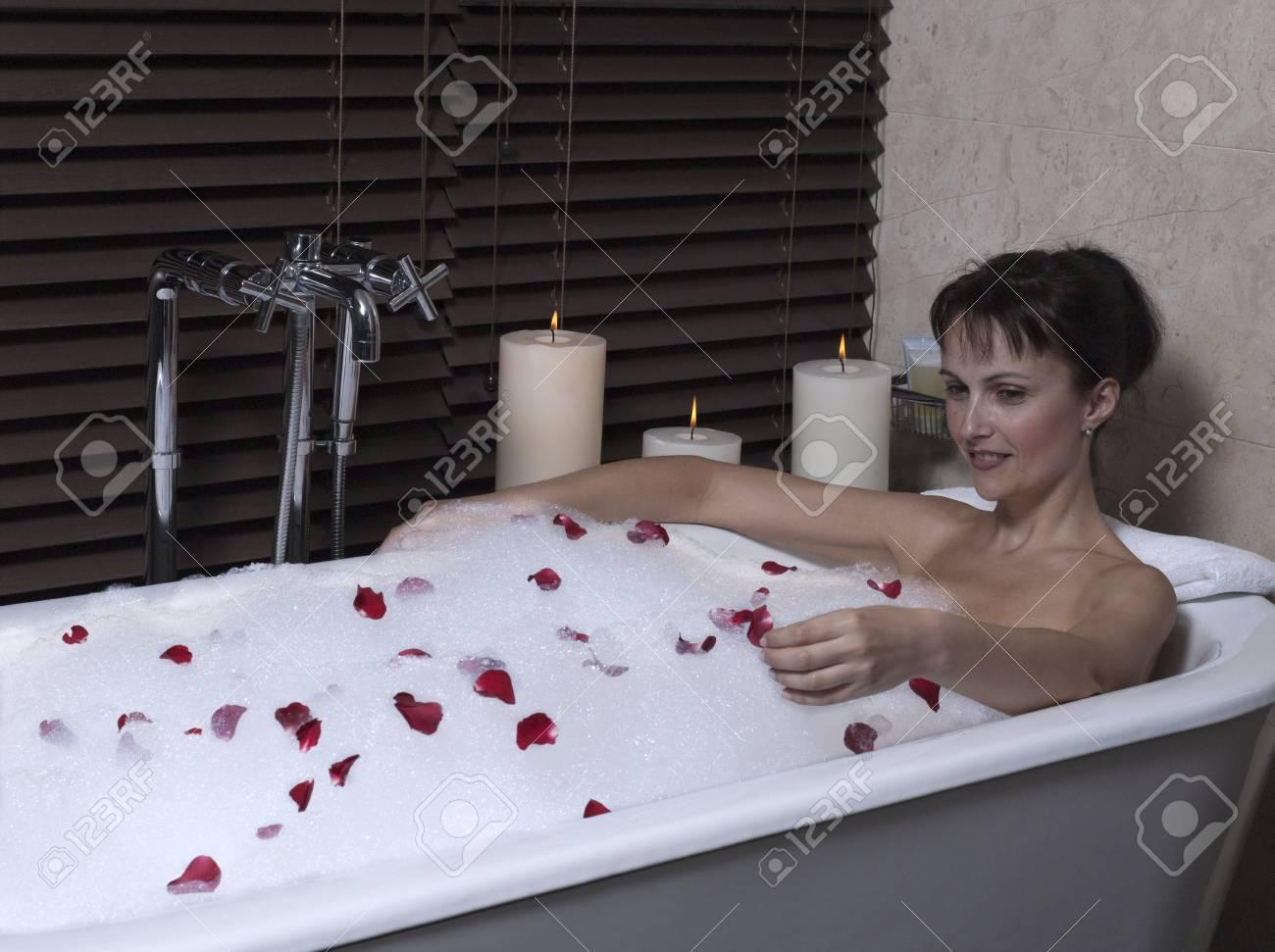 Belle femme calme et serein en chambre d'hôtel du palais dans une ...