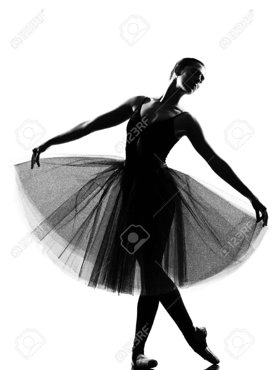 73dc51292c Bailarina de ballet bella mujer caucásica de altura permanente plantean  longitud completa sobre fondo blanco estudio