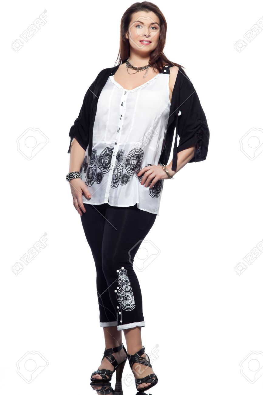 Gran Acumulación De Raza Caucásica Mujer De Cuerpo Entero De Primavera Verano De Moda Los Modelos De Ropa Ropas En El Estudio Sencillo Fondo Blanco
