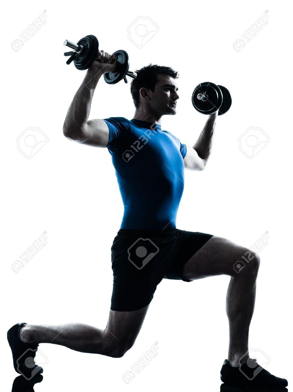 un hombre caucásico ejercicio de entrenamiento con pesas ejercicios