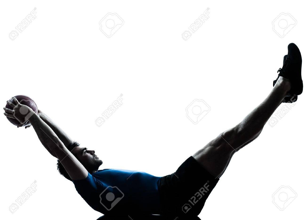 Foto de archivo - Un hombre caucásico ejercicio de entrenamiento de la  aptitud bola celebración postura silueta en el estudio aislado en el fondo  blanco 1d820ad11be3