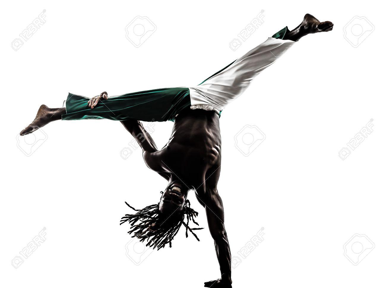 Souvent Un Homme Noir Danseur Capoeira Sur Fond Blanc Banque D'Images Et  ZG43