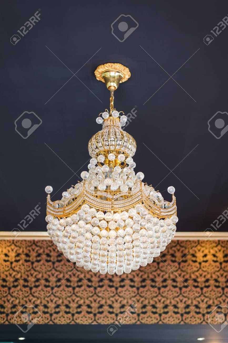Lámpara De Techo De Cristal Elegante Fotos Retratos Imágenes Y Fotografía De Archivo Libres De Derecho Image 33167046