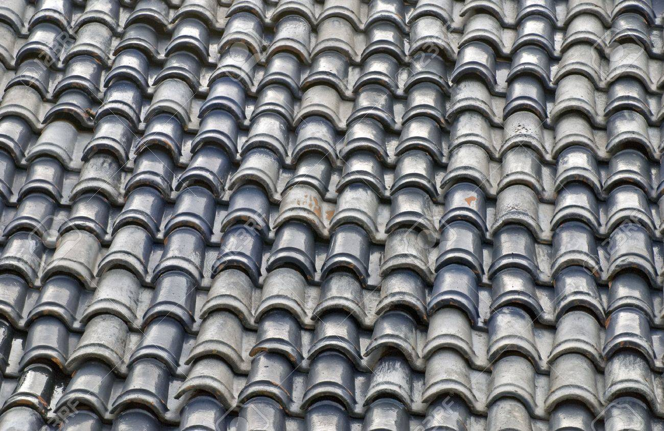 Roof of a Mexican house with terracotta tiles - Partial view Stock Photo - 6182589 : mexican roof - memphite.com