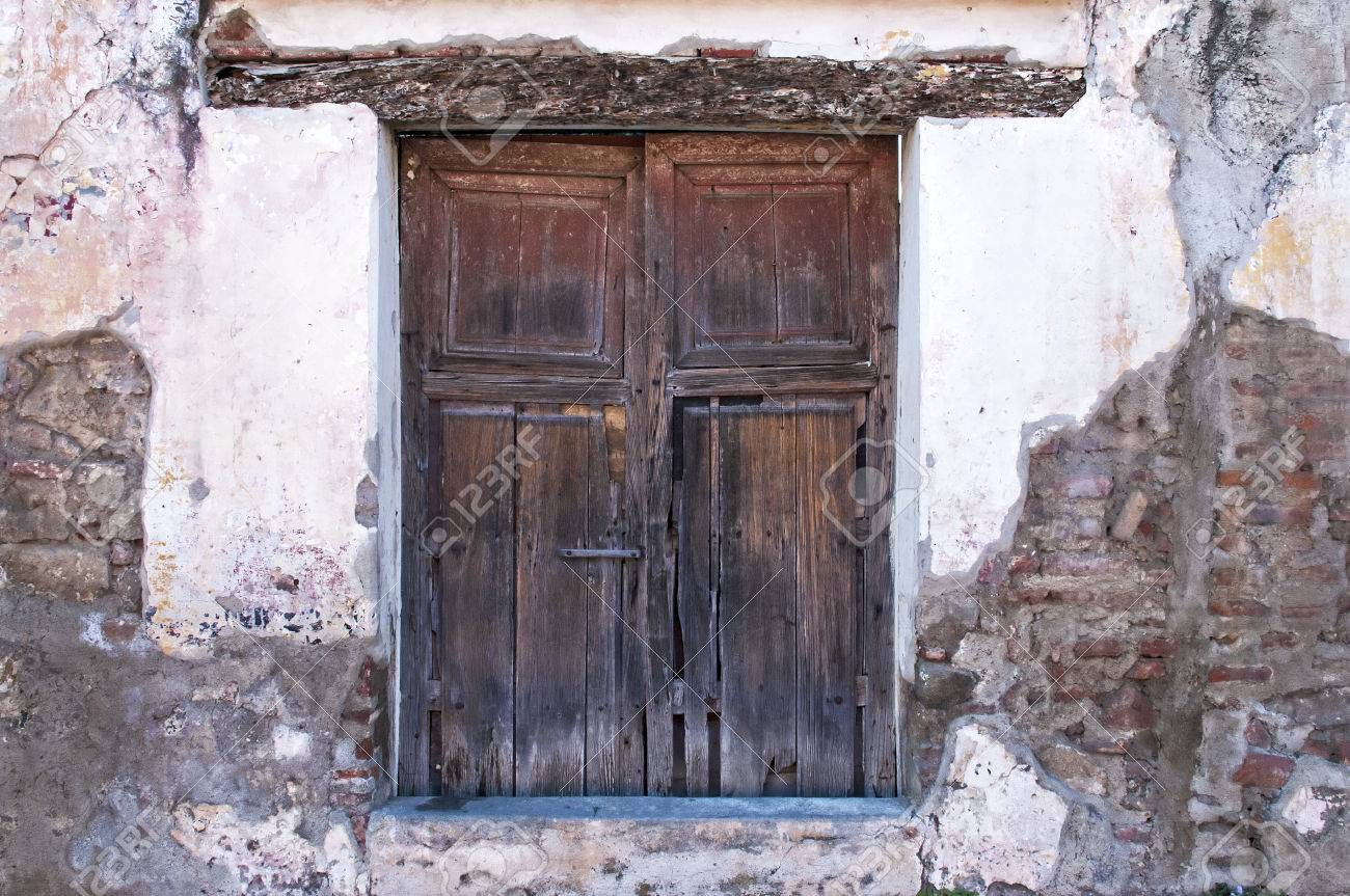 Antique wooden door in Antigua, Guatemala Stock Photo - 26046928 - Antique Wooden Door In Antigua, Guatemala Stock Photo, Picture And