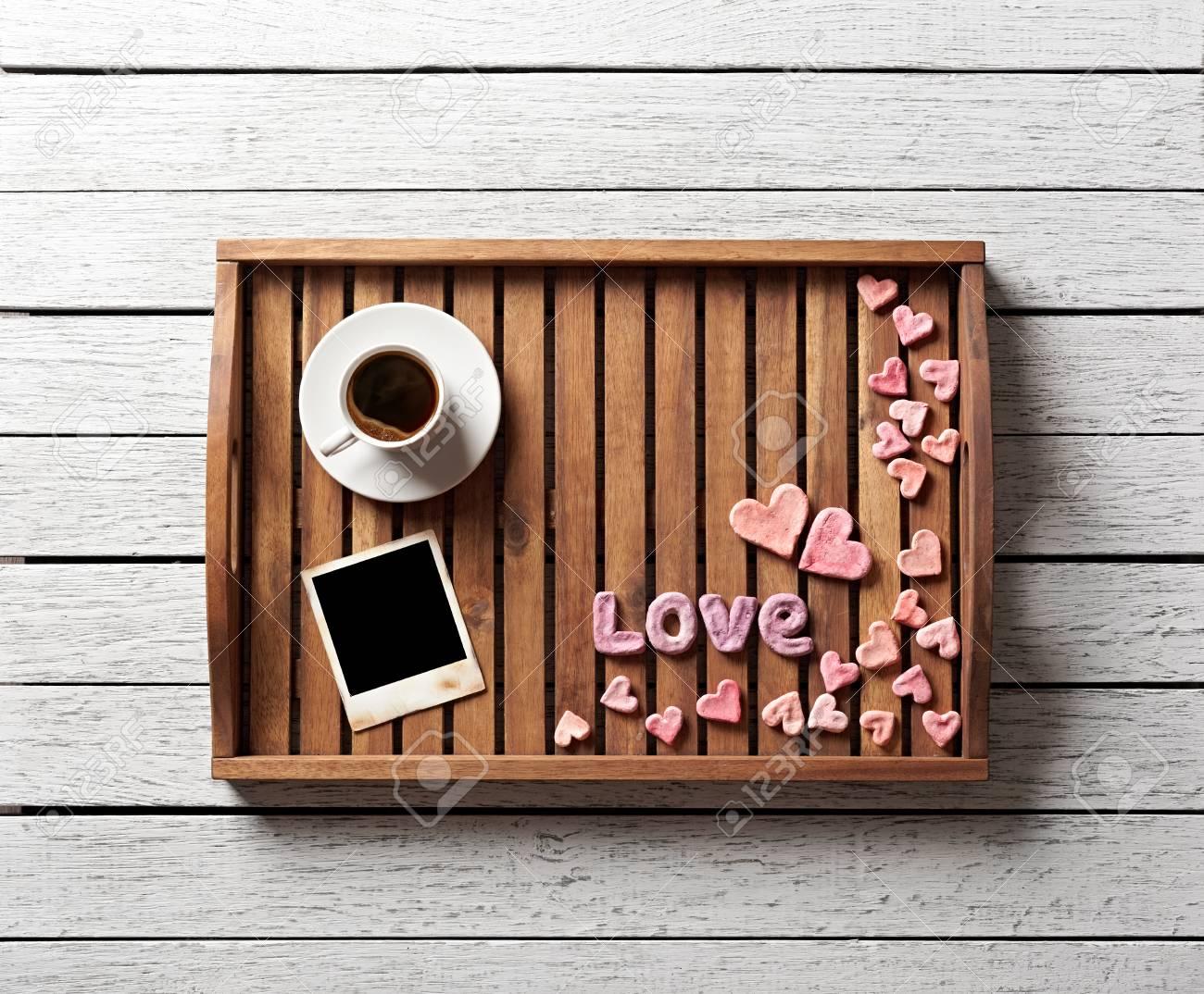 Nette Valentinstag Elemente Auf Präsentierteller: Kleine Herzen ...