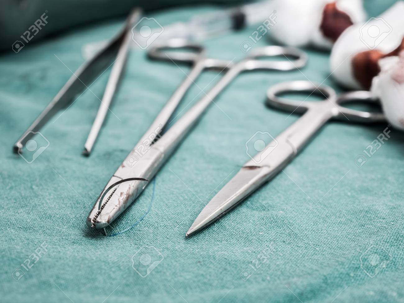 suture and dressing wound - 93464599