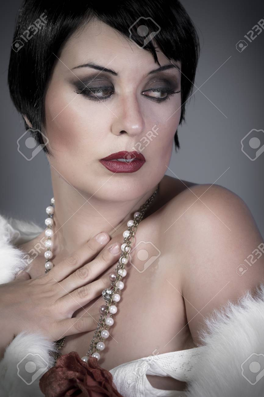gourgeos brunette flapper, pearl necklace Stock Photo - 14923771