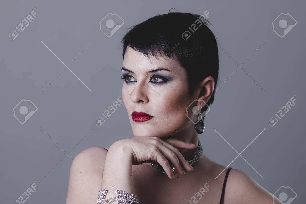 100% authentique 8e9de 8cb45 Fille sexy avec des bijoux et le style des années 20