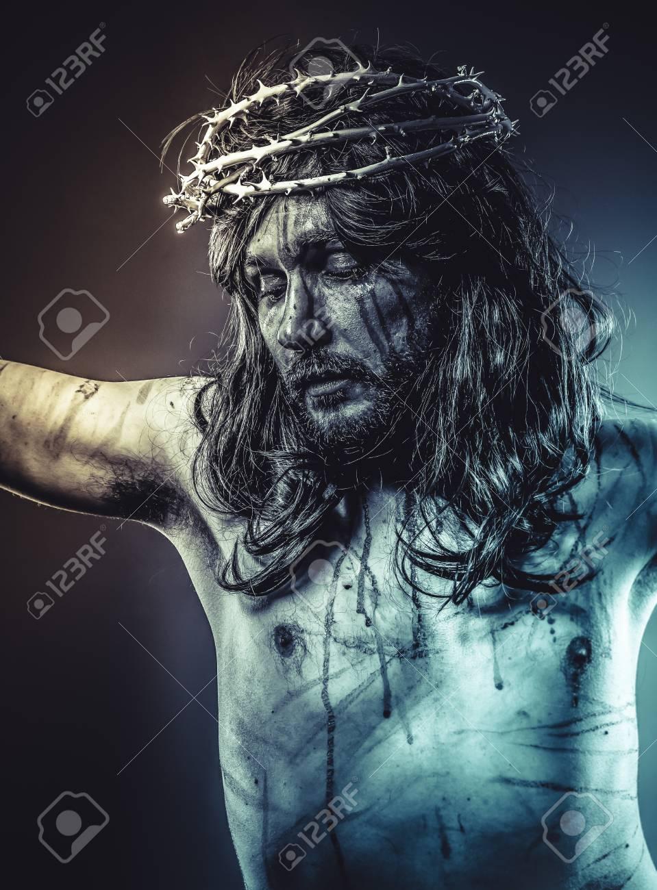 Santa La Representación De Jesucristo En La Cruz Fotos Retratos