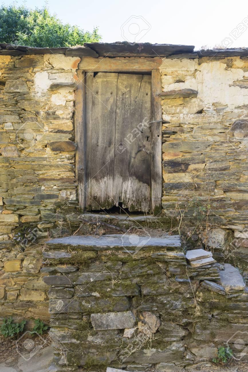 Casas Rurales Madera Y Piedra En La Provincia De Zamora En Espana