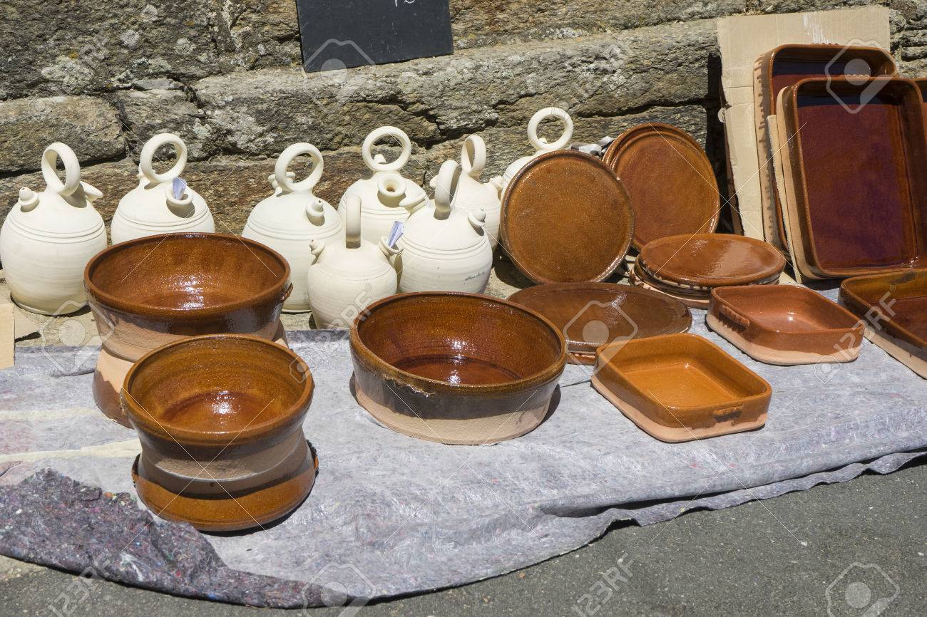 Pot dishes and crocks in a medieval fair kitchenware handmade Stock Photo - 61483185 & Pot Dishes And Crocks In A Medieval Fair Kitchenware Handmade ...