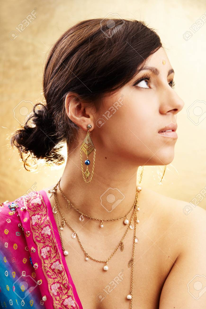 Beautiful indian brunette woman portrait with traditional costume Stock Photo - 8988098