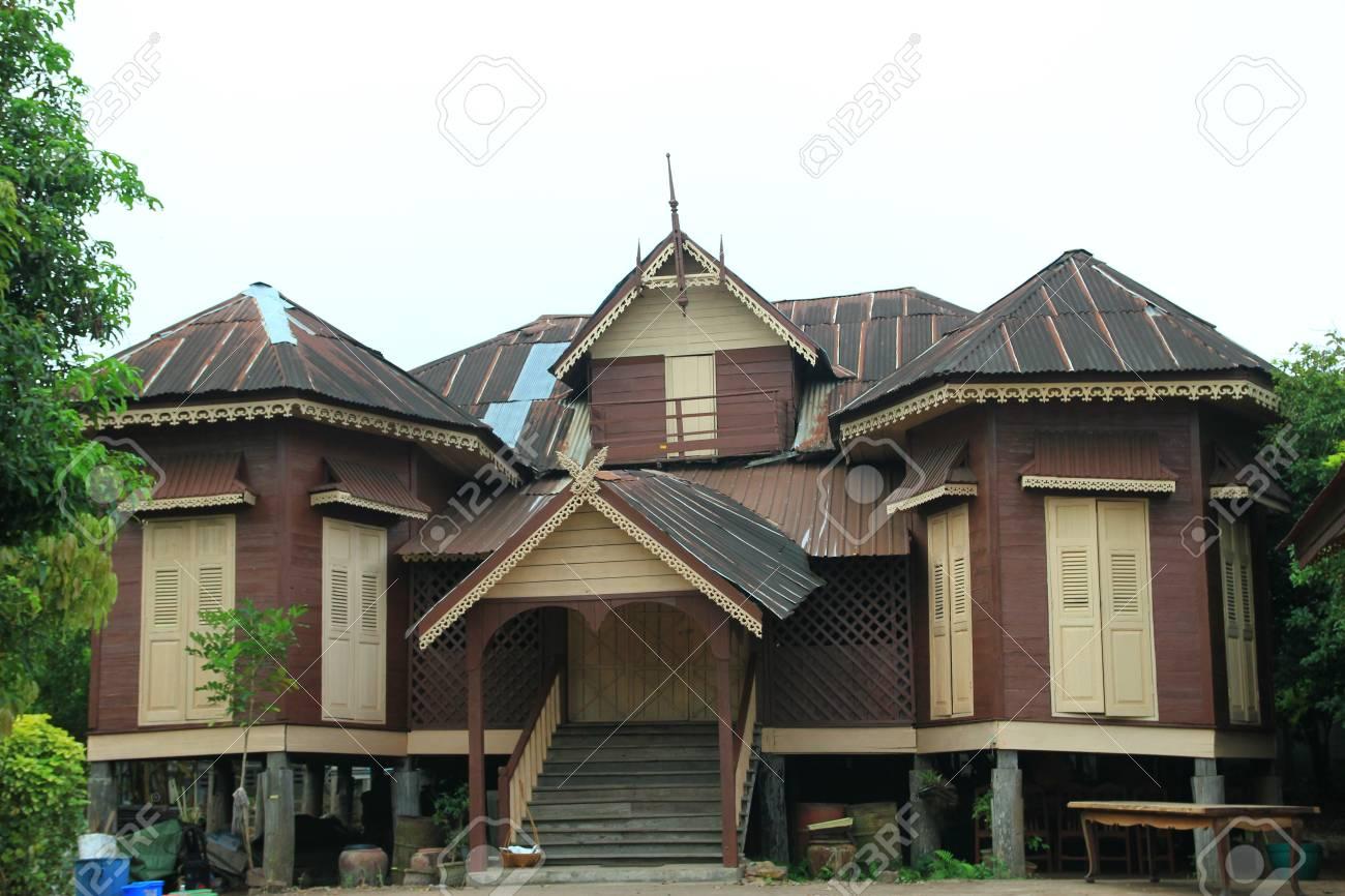 Maison, Maison Ancienne Dans Le Nord De La Thaïlande. Banque D ...