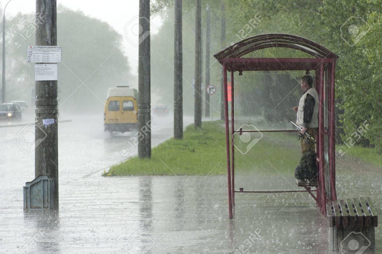 Секс на остановке в дождь 19 фотография