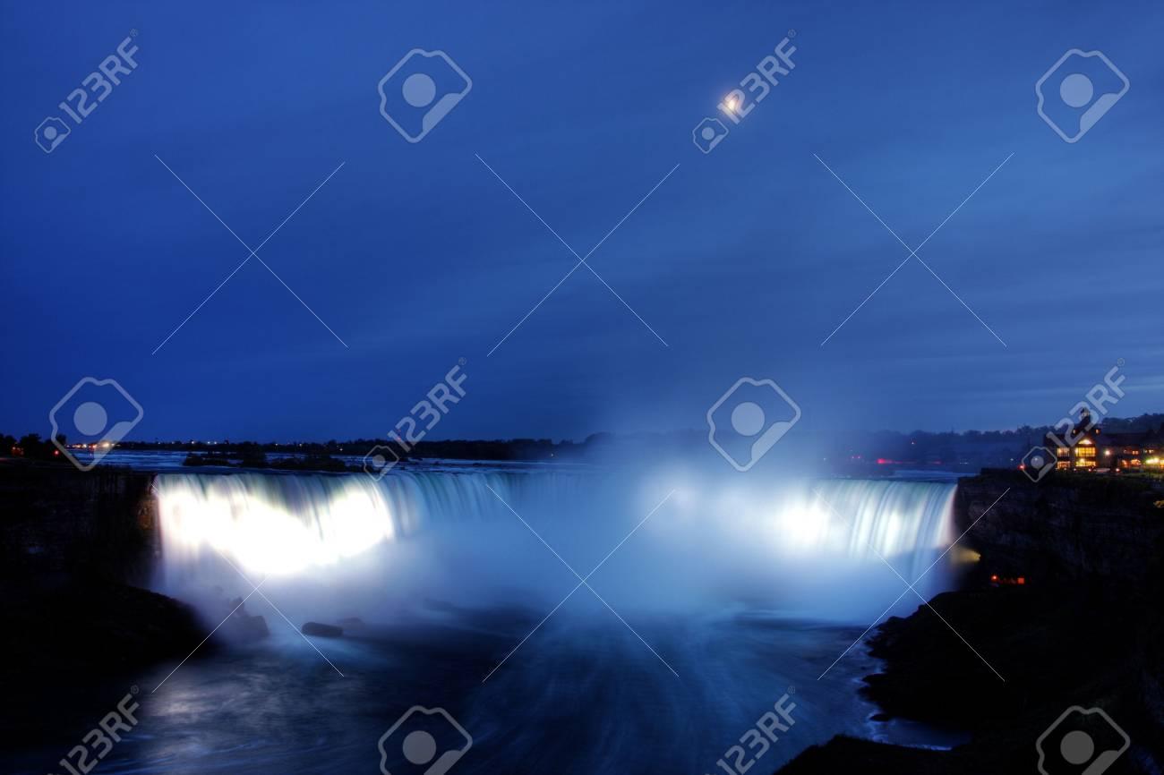Beautiful Niagara Falls in the Ontario region Stock Photo - 3816696