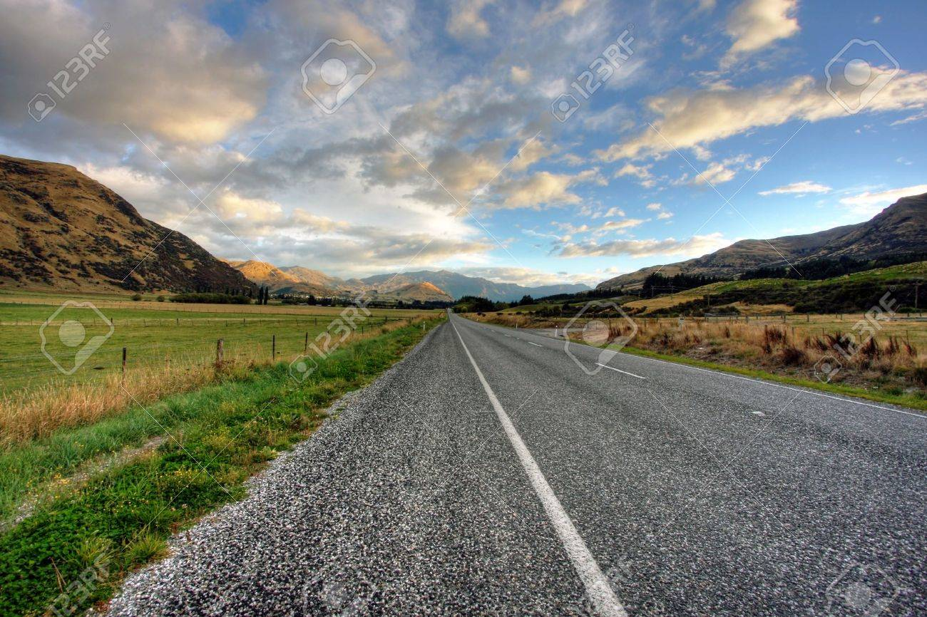 Empty road of a clear day in New Zealand Stock Photo - 4845632