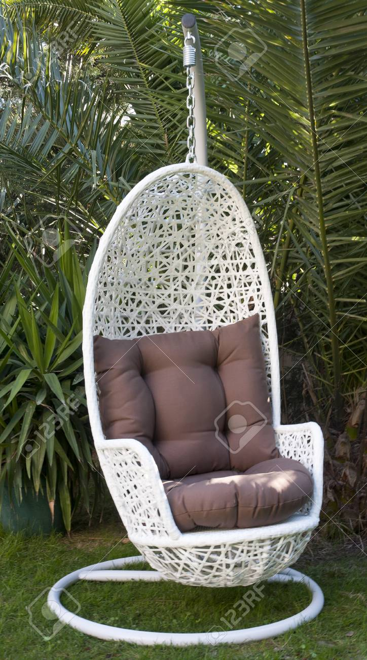 Sensational White Wicker Hanging Egg Chair Frankydiablos Diy Chair Ideas Frankydiabloscom