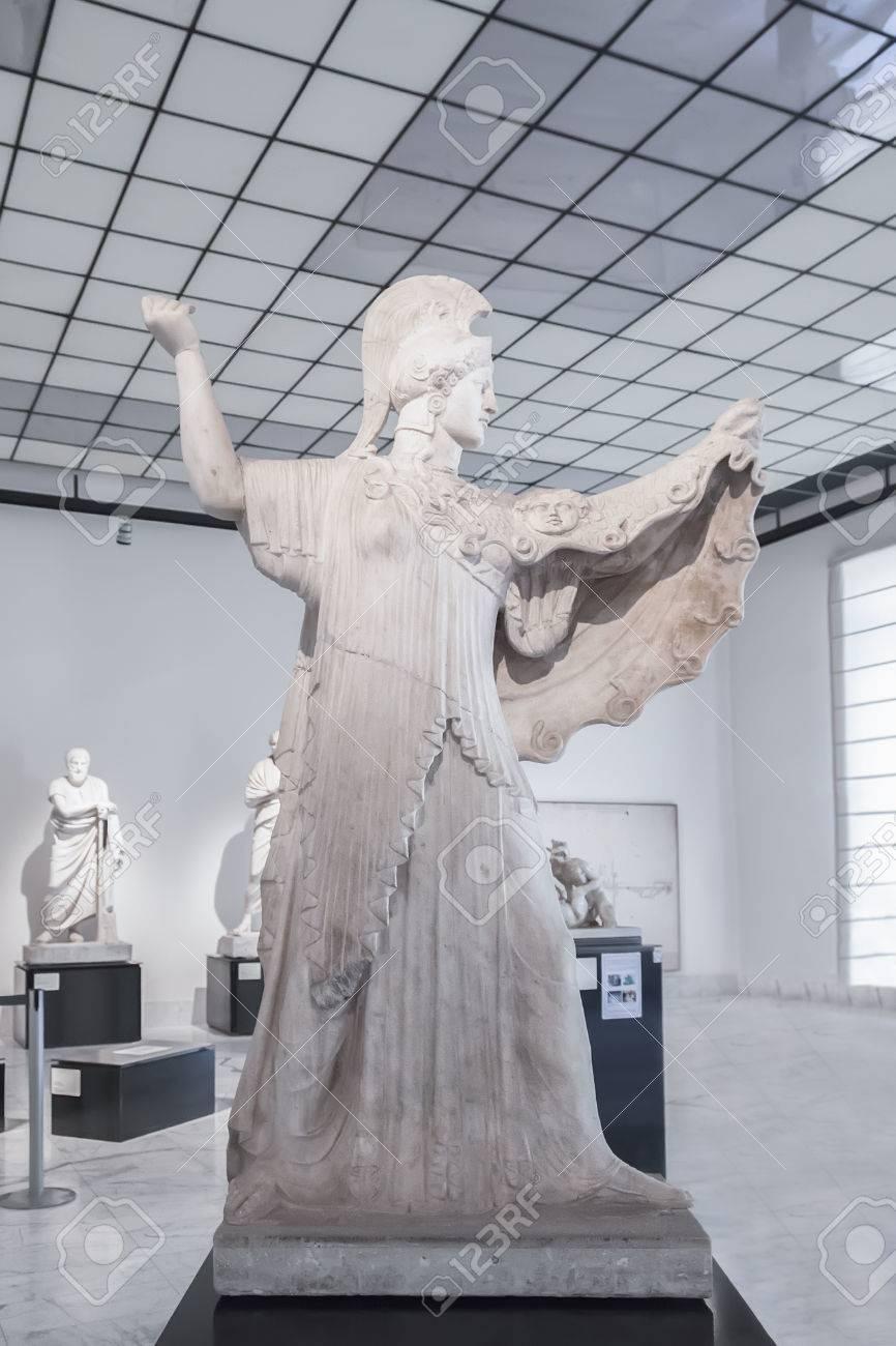 ナポリ国立考古学博物館でエルコラーノのピゾーニのヴィラからナポリ ...