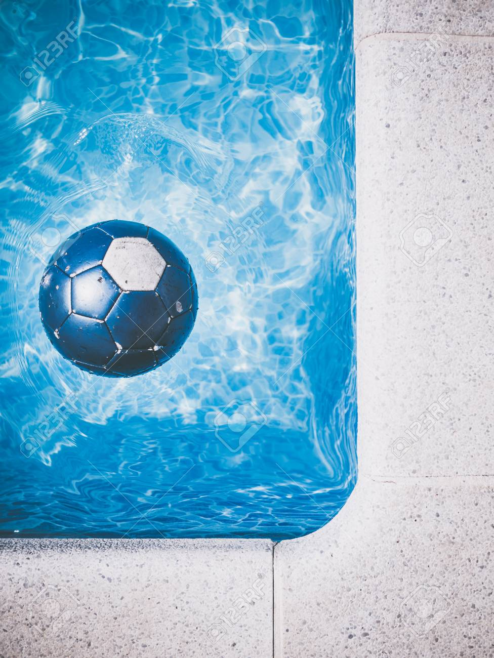 blue ball in a swimming pool Stock Photo - 50079437 4e363510f10ad