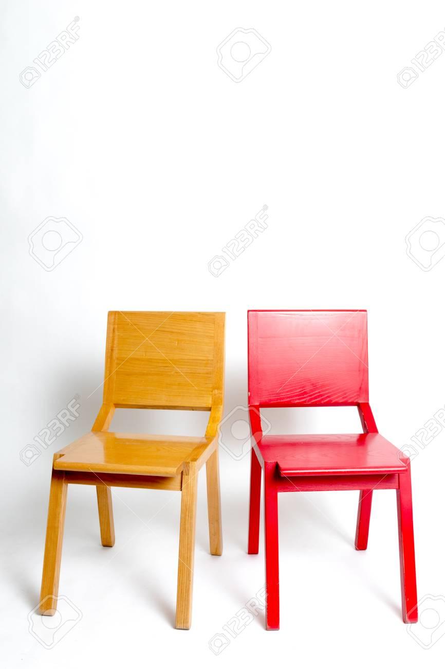 Moderne Witte Stoelen.Twee Moderne Stoelen Naast Elkaar Op Een Witte Achtergrond Geisoleerd