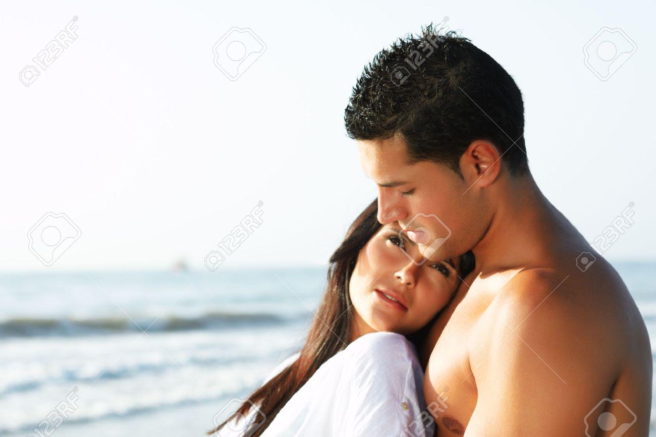 MI BLOC, QUE NO BLOG - Página 6 10949634-cerca-retrato-de-una-pareja-de-enamorados-mirando-el-horizonte-de-la-orilla-de-la-playa-Foto-de-archivo