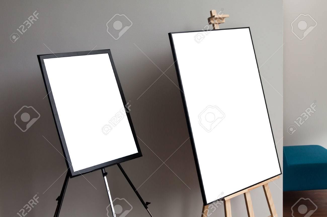 Cadre D Affiche En Papier Isol Isol Avec Tr Pied De Chevalet