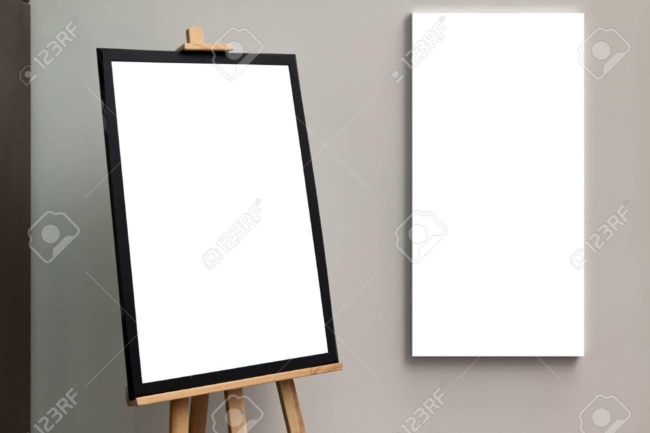 Blank Isol Cadre D Affiche De Papier Avec Chevalet Et La Toile