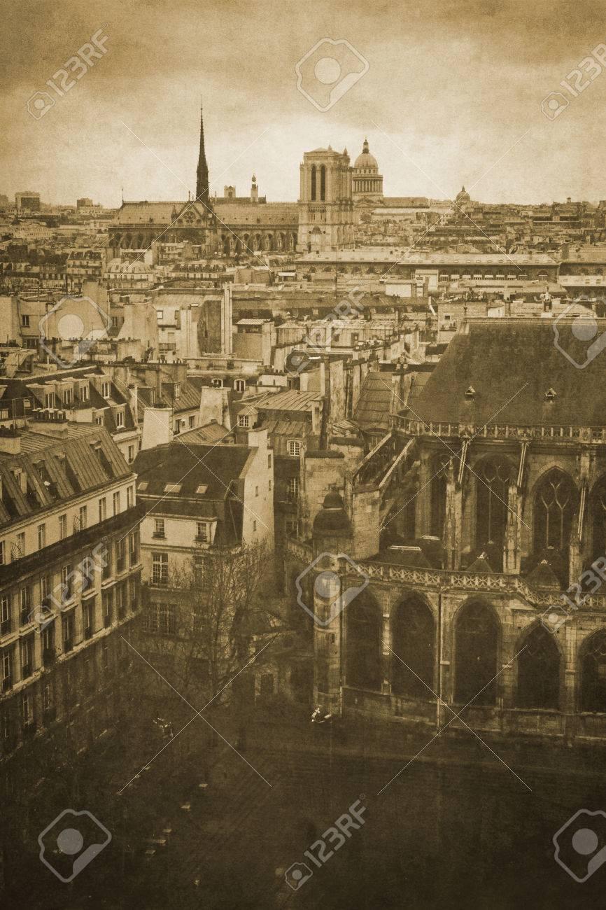 041b261957 Banque d'images - Vintage rétro vieux style paris sépia photographie avec  la cathédrale Notre-Dame