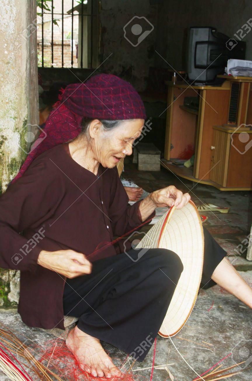 La DANS MON fils chapeaux coniques des feuilles de palmier est »pas - 10946553