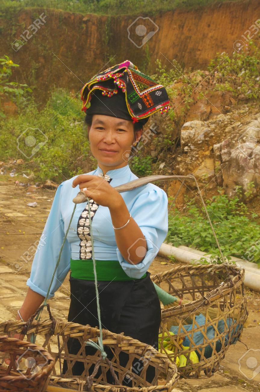 Stock Photo - The Khang ethnic woman in her traditional costume back from Sunday market where shesold her vegetables  sc 1 st  123RF.com & The Khang Ethnic Woman In Her Traditional Costume Back From Sunday ...