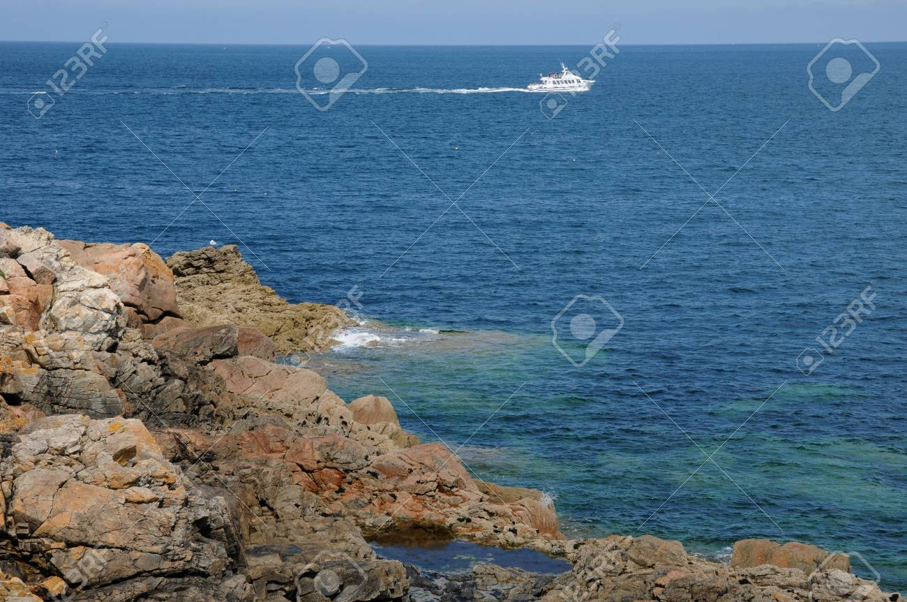 France, pink granit rocks in Ploumanach Stock Photo - 17656213