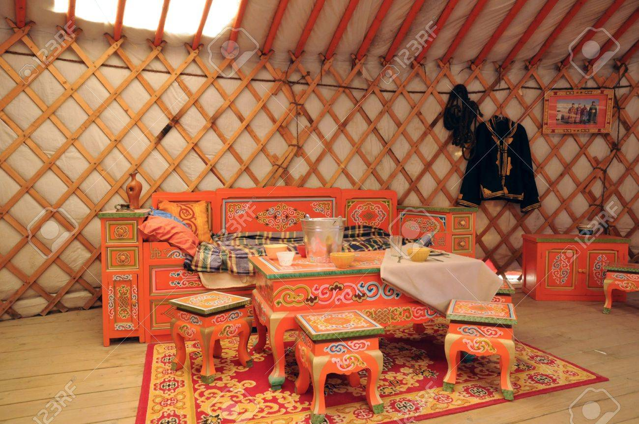Canada, Quebec, Mongolian Yurt In The Saint Felicien Zoo Stock Photo    17809337
