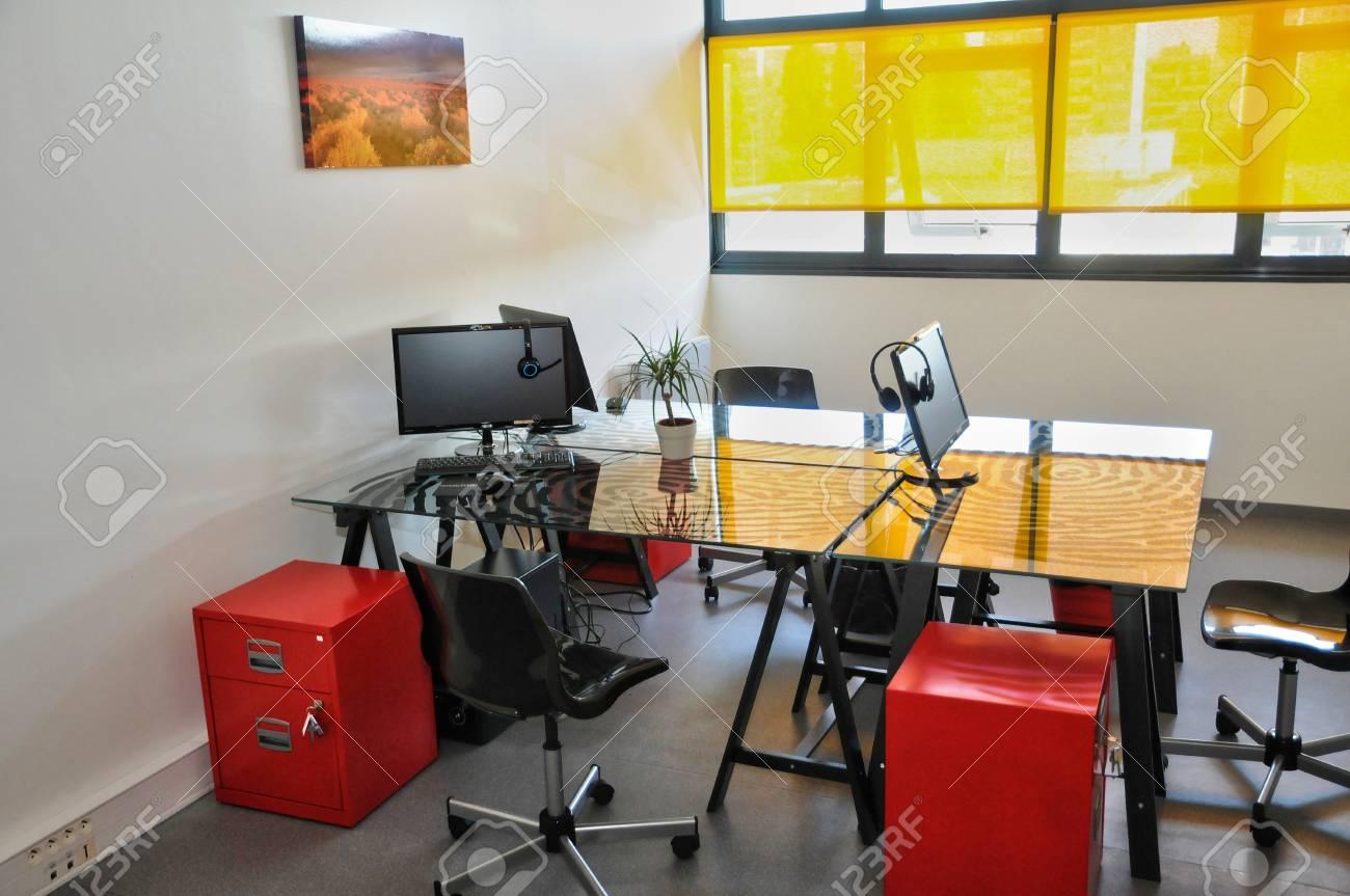Ile de france un bureau moderne dans une serre à les mureaux