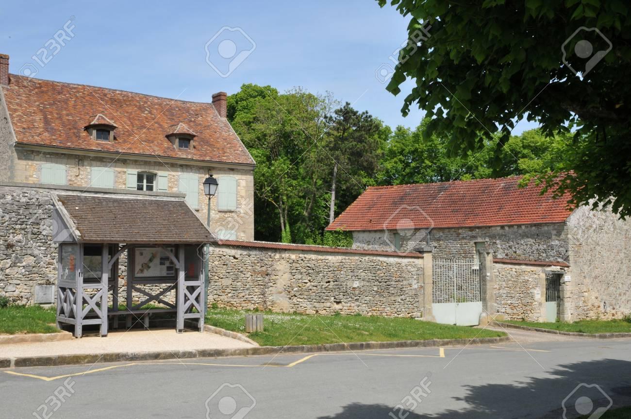 Ile de France, the village of Gadancourt in Val d Oise Stock Photo - 28280675