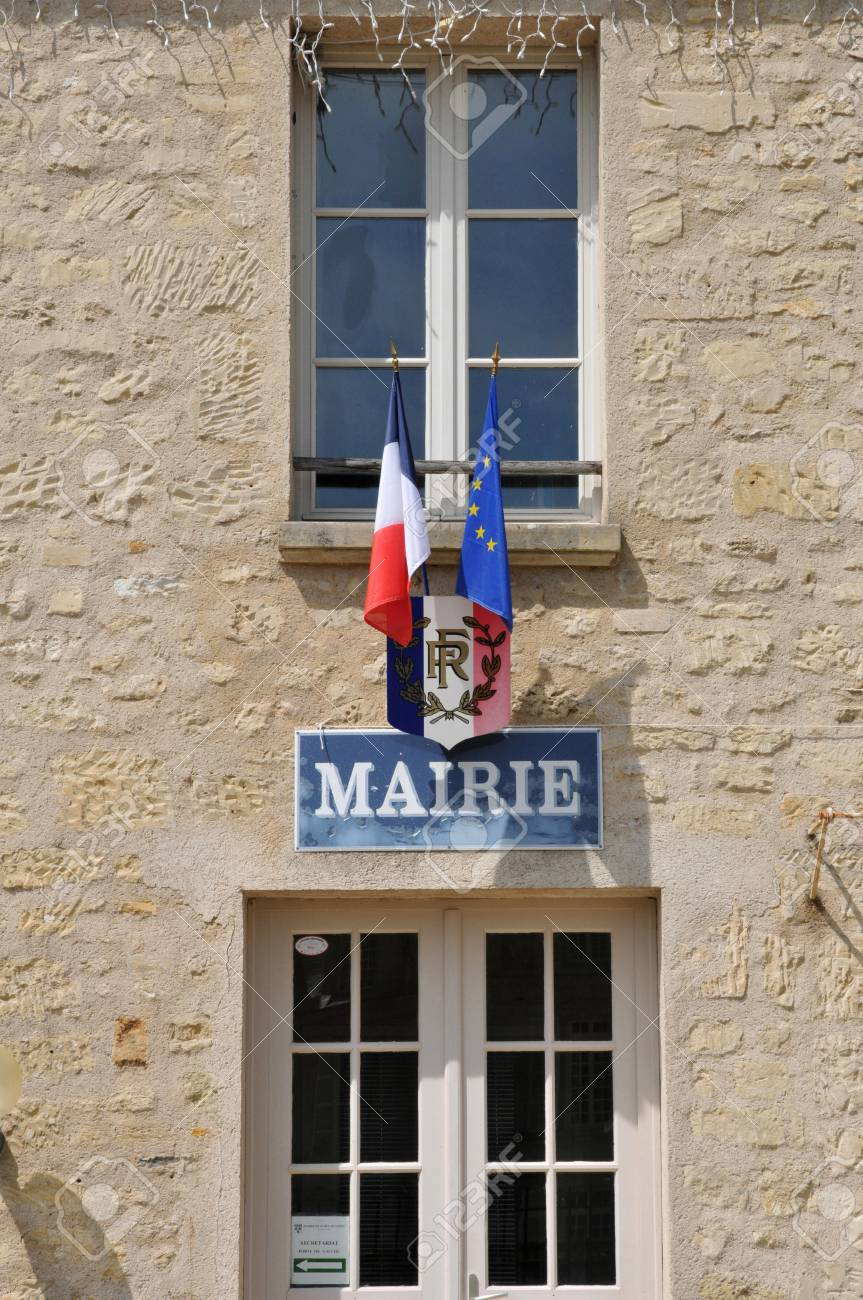 Ile de France, the city hall of Guiry en Vexin in Val d Oise Stock Photo - 28280763
