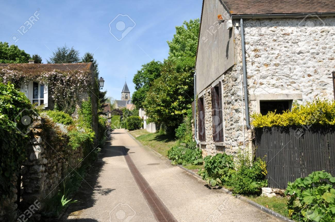 Ile de France, the picturesque village of Fremainville in Val d Oise Stock Photo - 28281093