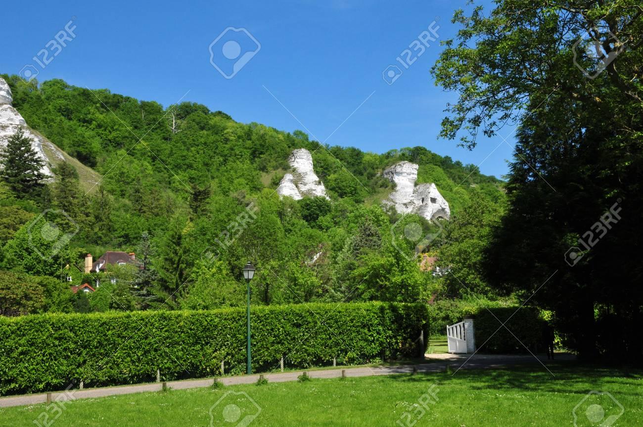Ile de France, the village of Haute Isle in Val d Oise Stock Photo - 28373976