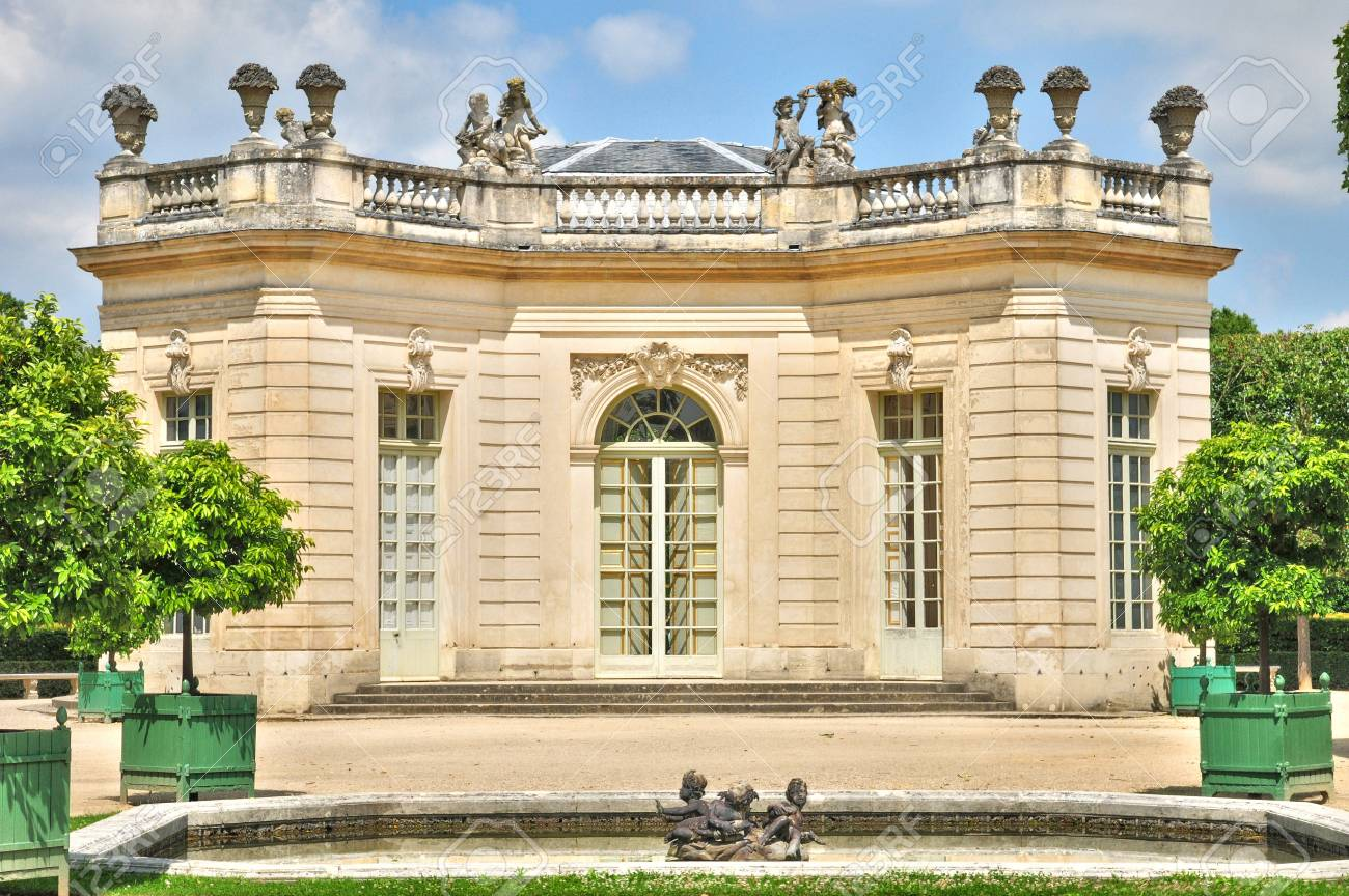 Ile De France, Pavillon Français Dans Le Domaine De Marie ...