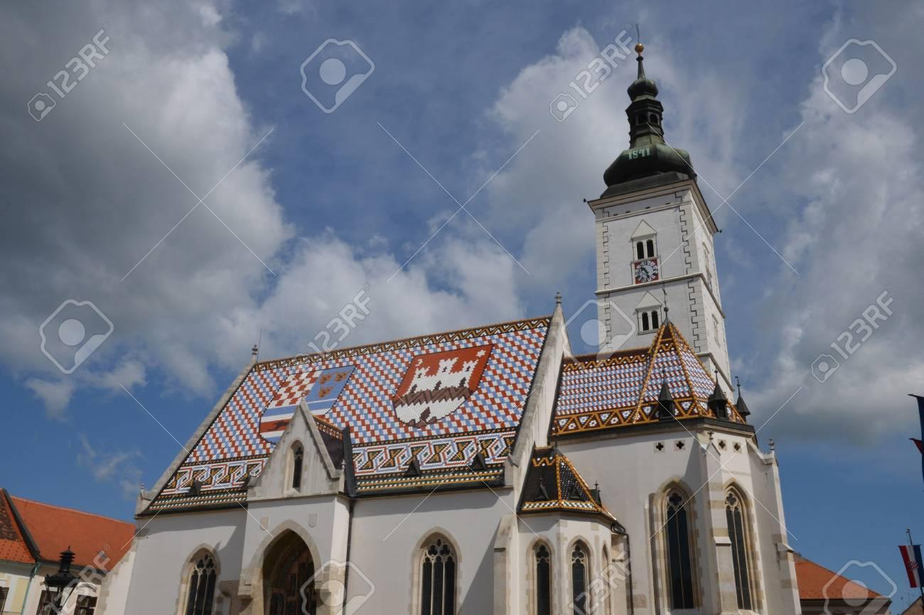 Croacia, La Pintoresca Iglesia De La Ciudad De San Marcos De Zagreb ...
