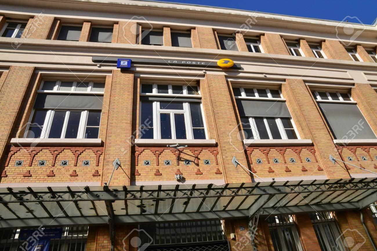 Evreux france 10 août 2015: le bureau de poste banque dimages et